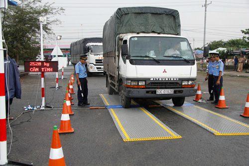Xiết chặt tình hình chở hàng quá tải gây cản trở giao thông